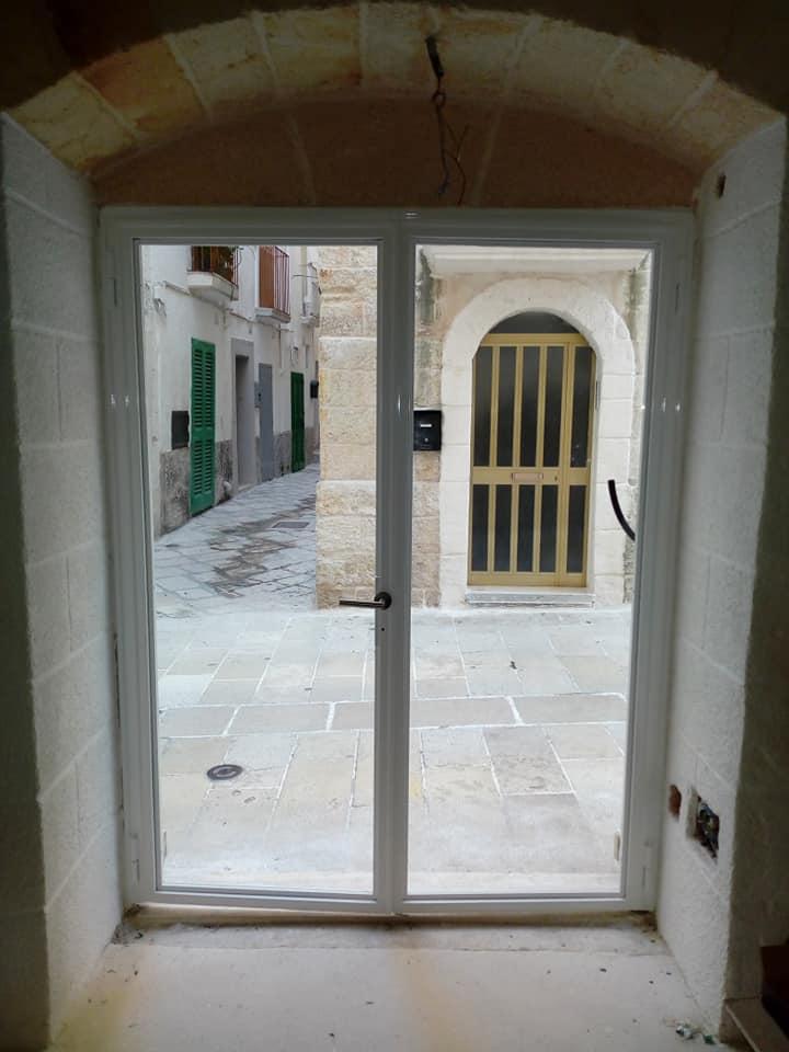 Carpenteria - porta vetrata - colore bianco lucido